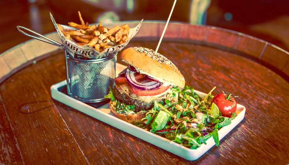 burger au morbier A.O.P du Churchill restaurant au Mourillon