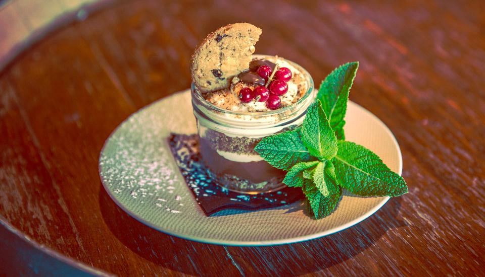 Dessert Tiramisu au Churchill restaurant bar à Toulon au mourillon